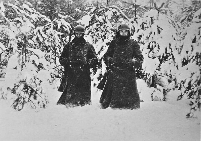 German soldiers in snow near Moscow