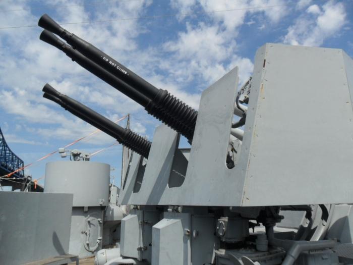 USS Mass Bofors