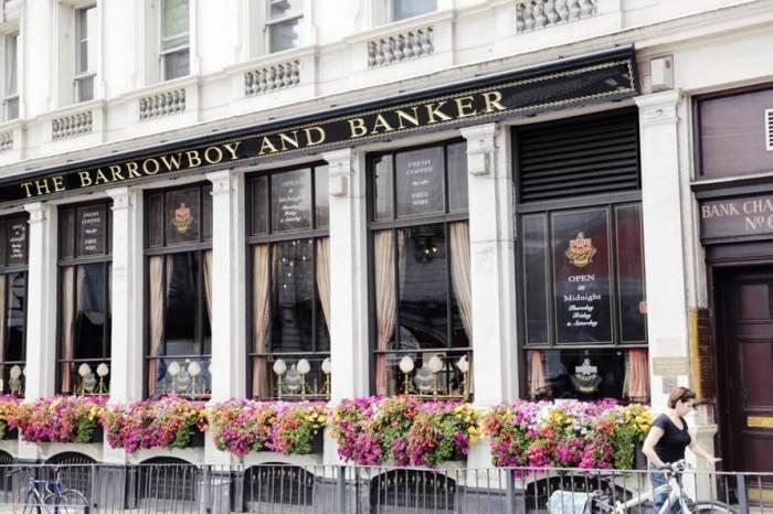 Barrowboy Banker exterior