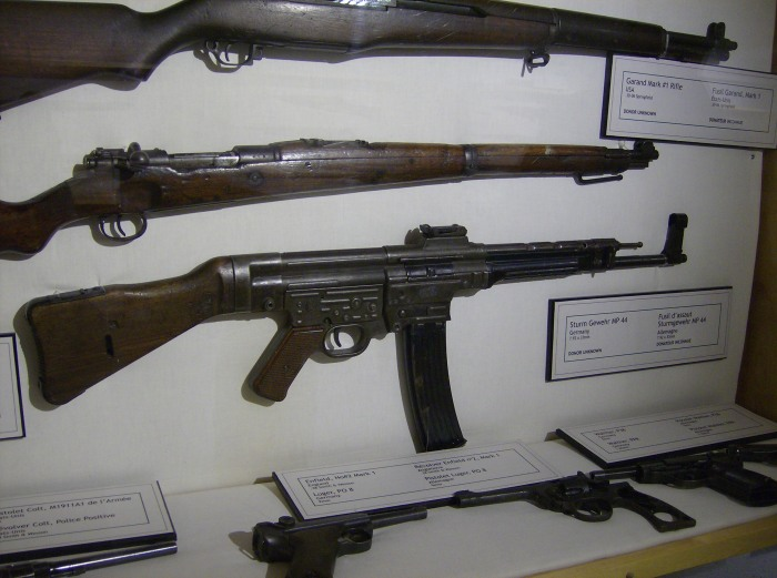 MP44, Luger Borden