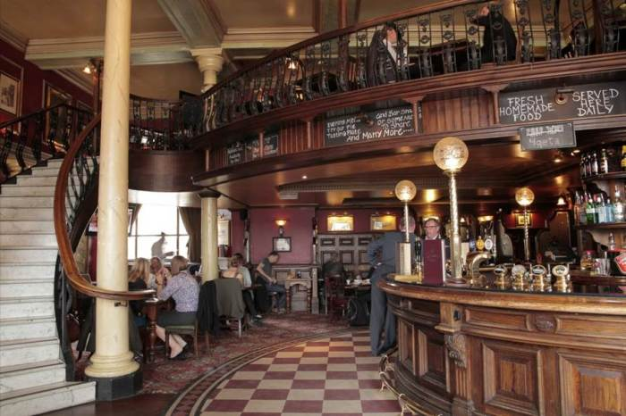 The Barrowboy  Banker interior