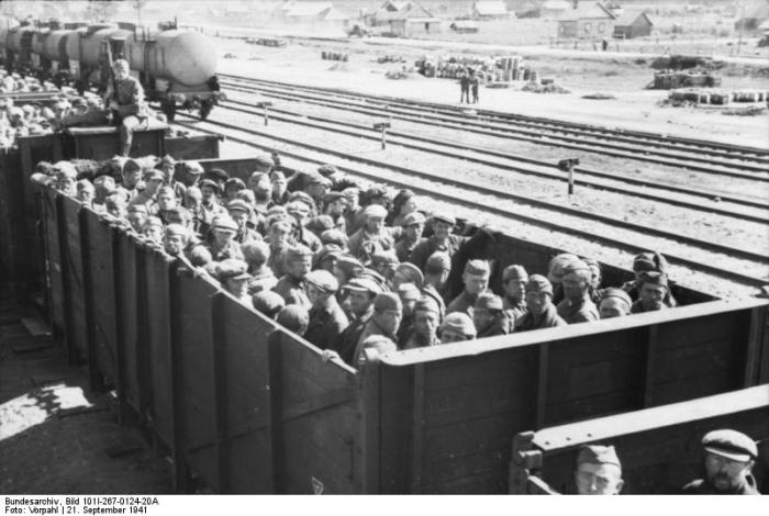 Russland, Transport sowjetischer Kriegsgefangener in Güterwagen