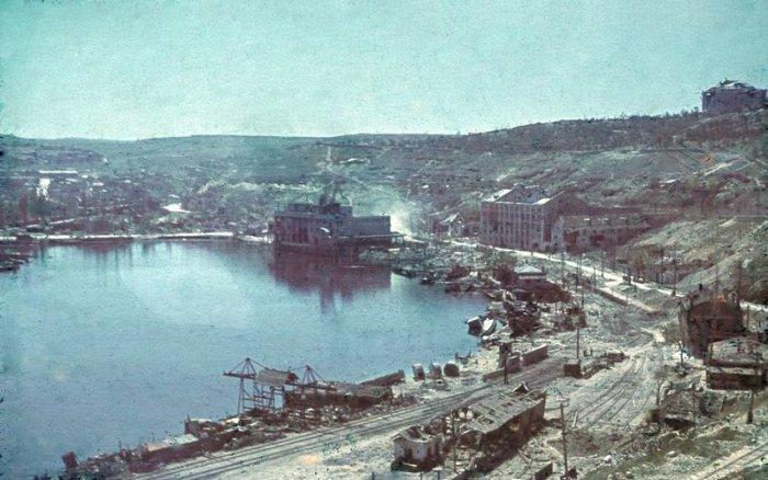 Bundesarchiv_N_1603_Bild-121,_Russland,_Sewastopol,_zerstörter_Hafen