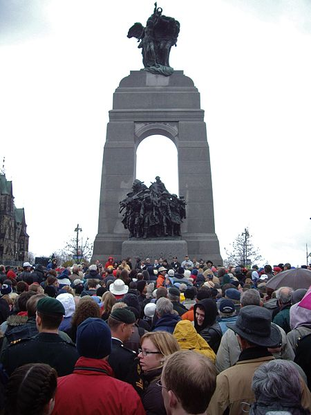 450px-canadian_national_war_memorial_on_remembrance_day